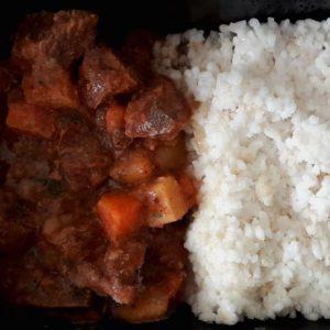 Picadinho de carne com arroz cateto branco