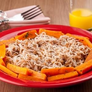 Macarrão à bolonhesa com cenoura